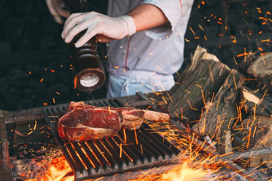 Chef grillsteak